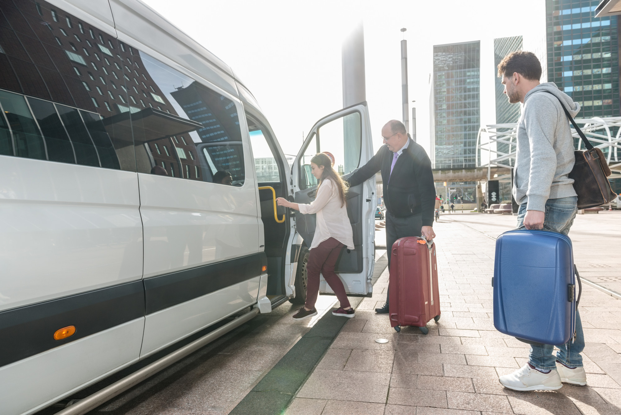 5 Reasons Why You Should Invest In an Airport Taxi Service When You Travel