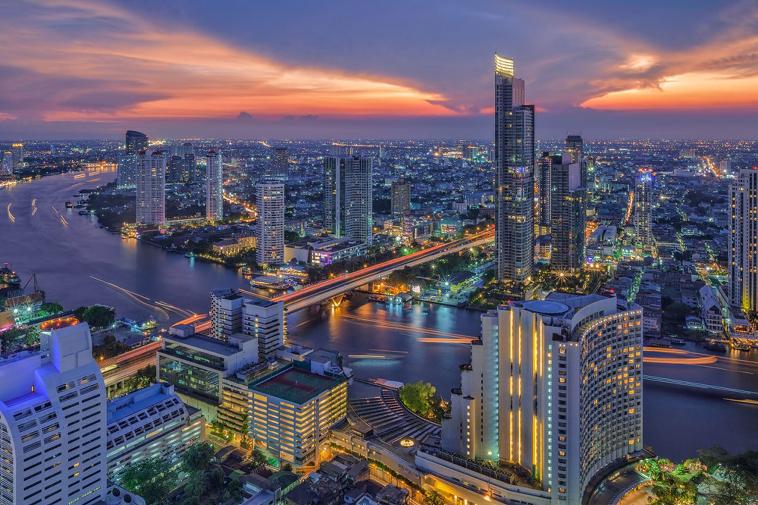 Why You Should Book A Bangkok Hotel Room Near The BTS Station