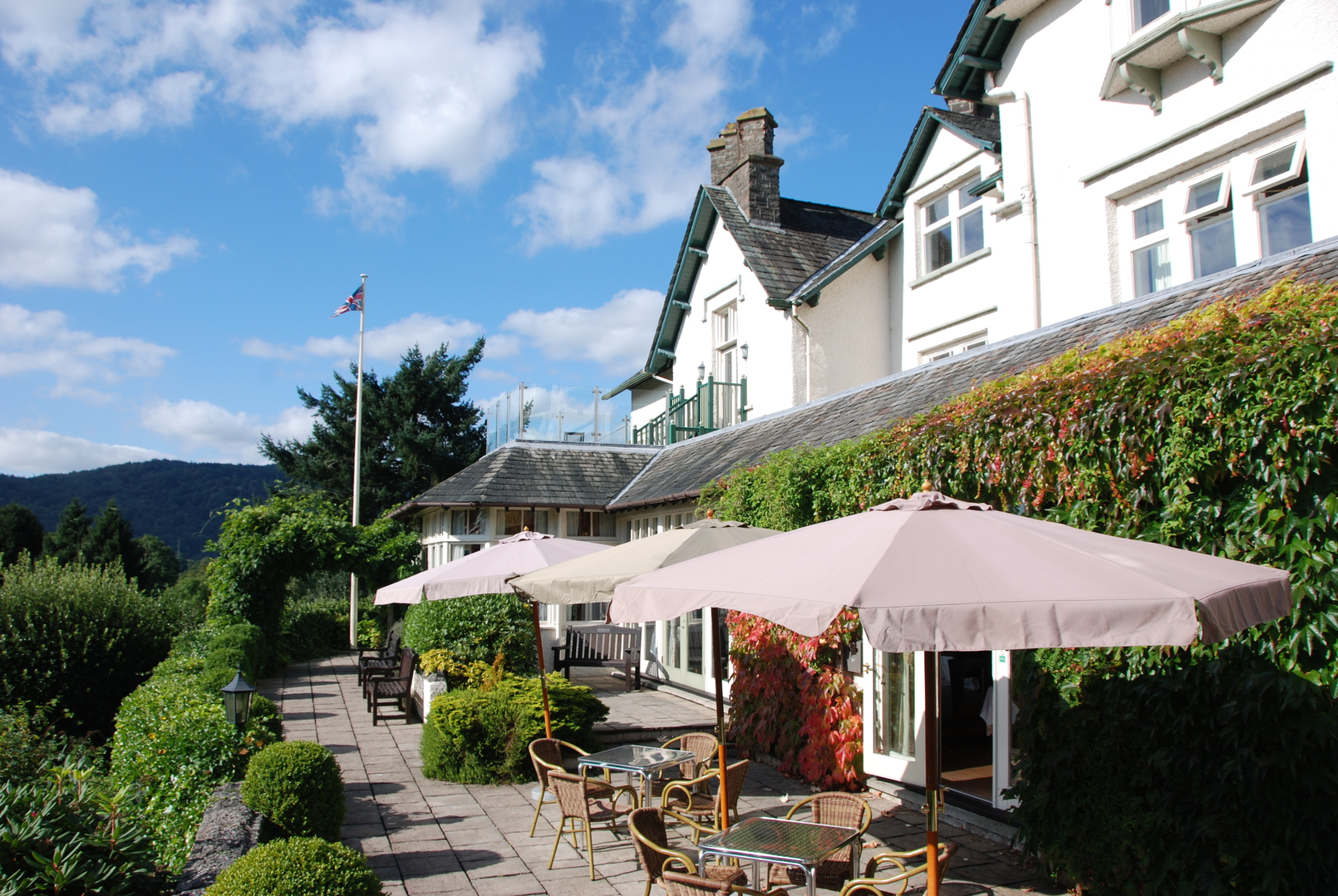 How To Hire The Top-Rated Hotels In Windermere Effortlessly?